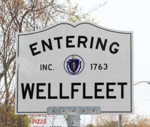 wellfleet ma sign_entering wellfleet massachusetts_wellfleet tourism_cape cod tourism