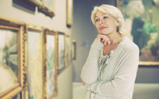 older person at art gallery in cape cod_the best activities for seniors on cape cod_retiring on cape cod