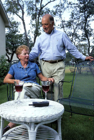 older couple relaxing outdoors drinking wine_retirement communities on cape cod_retirement communities cape cod