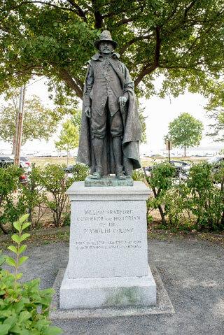 statue_wampanoag tribe history_wampanoag tribe