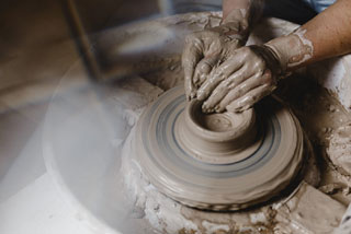 creating a pot on a pottery wheel_art of cape cod