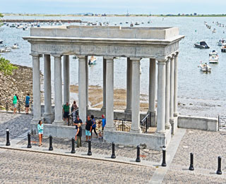 plymouth rock on cape cod_cape cod travel tips
