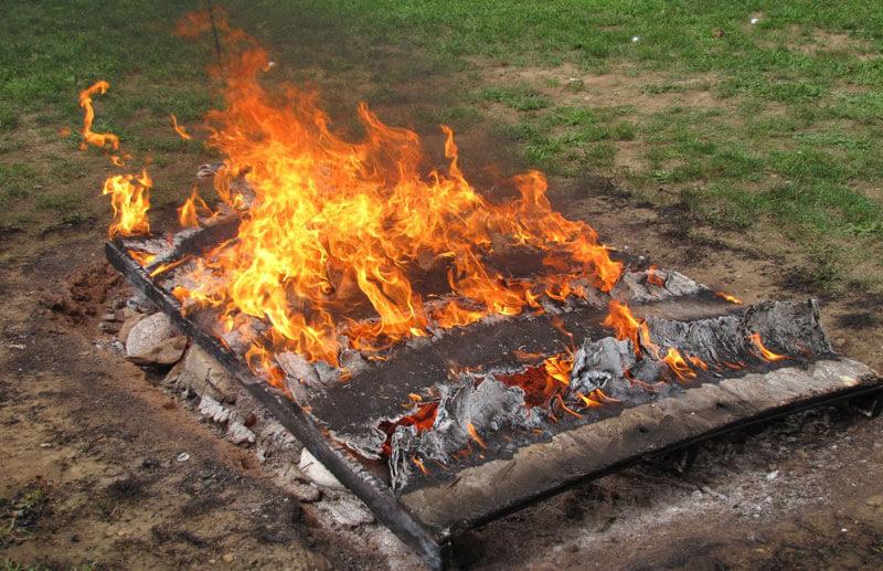clambake fire on cape cod_cape cod travel_guide to cape cod