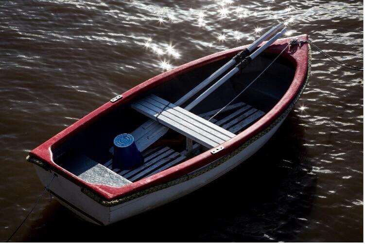 boat in water_boat rentals on cape cod