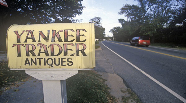 yankee trader antiques sign and mailbox_things to do on cape cod in the winter